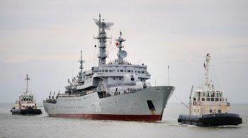 648x415_navire-militaire-russe-smolny-remorque-a-arrivee-port-saint-nazaire-30-juin-2014